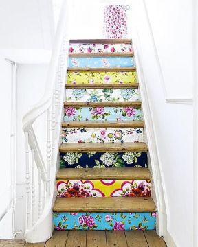 1-Papel-de-parede-na-escada