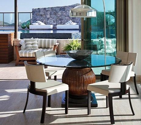 mesa-com-base-de-madeira-e-tampo-de-vidro