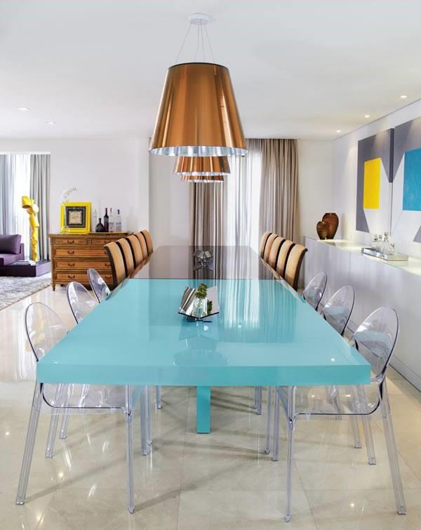 5 de forma simétrica ou nas extremidades da mesa.