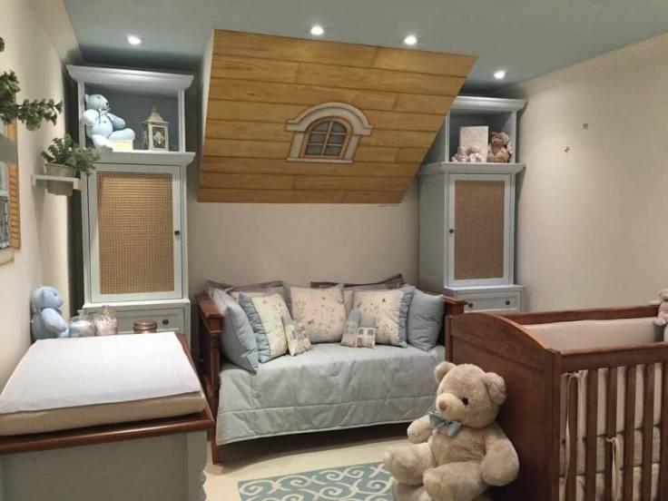 Decoração-de-quarto-de-bebê-azul-com-vários-ursos-de-pelúcia-Projeto-de-Lucia-Tacla