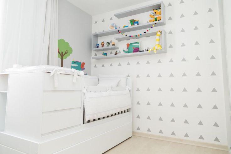 Decoração-de-quarto-de-bebê-clean-com-poucos-objetos-de-decoração-Projeto-de-Patracia-Bigonha-Drummond