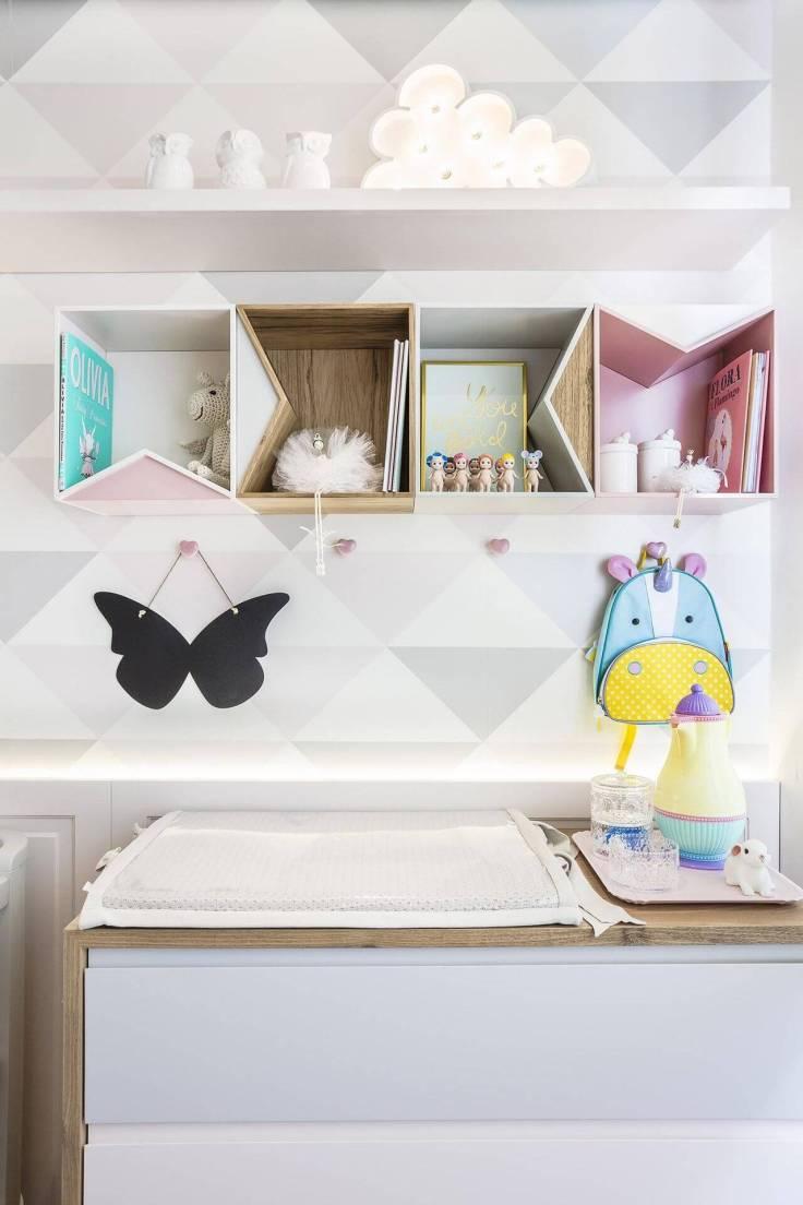 Decoração-de-quarto-de-bebê-em-branco-cinza-e-rosa-claro-Projeto-de-Figueiredo-Fischer-1