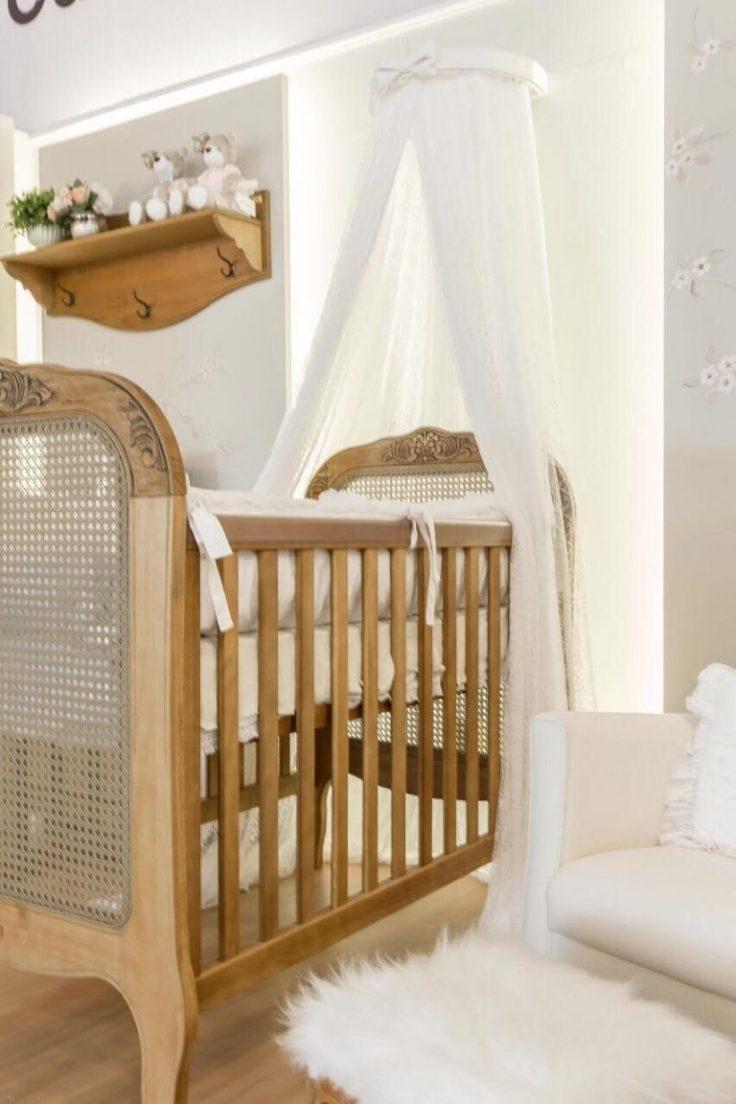 Decoração-de-quarto-de-bebê-em-madeira-e-tons-neutros-Projeto-de-Larissa-Franco-Arquitetura-768x1152