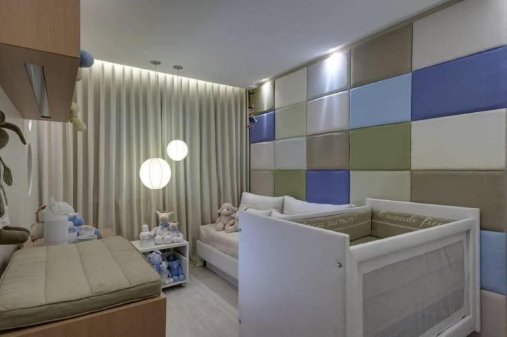 Decoração-de-quarto-de-bebê-misturando-tons-neutros-e-frios-Projeto-de-Renata-Basques