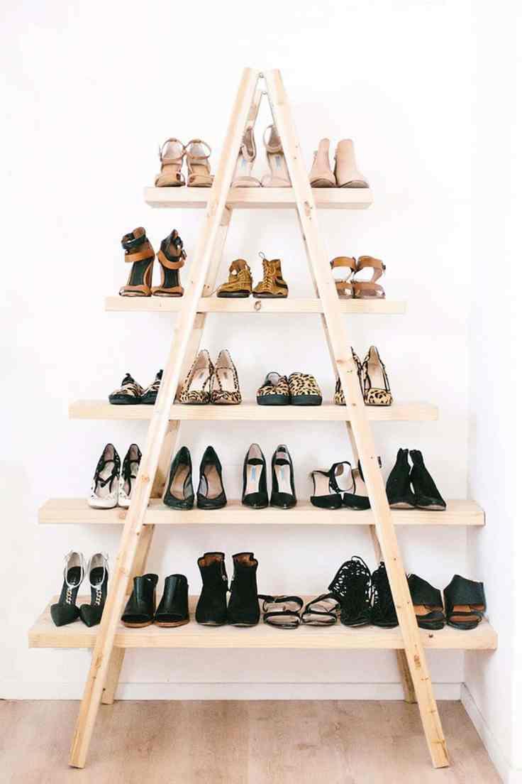 artesanato-em-madeira-estante-triangular-com-várias-prateleiras