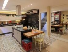Cozinha-gourmet-com-parede-de-tinta-lousa-e-receita-Projeto-de-Lorrayne-Zucolotto
