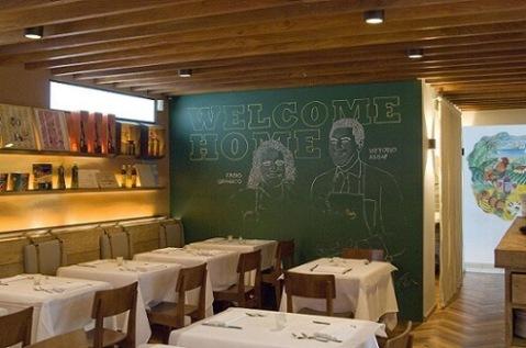 Restaurante-com-parede-de-tinta-lousa-Projeto-de-Triplex-Arquitetura