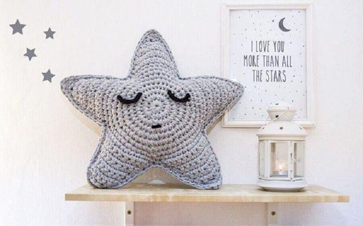 almofada-de-crochê-em-formato-de-estrela-para-quarto-infantil