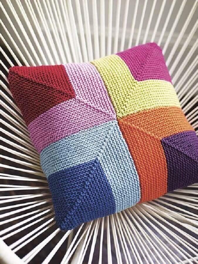 almofada-em-crochê-colorida