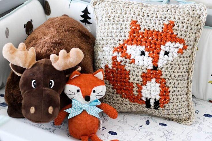 capa-de-almofada-de-crochê-com-desenho-de-raposa