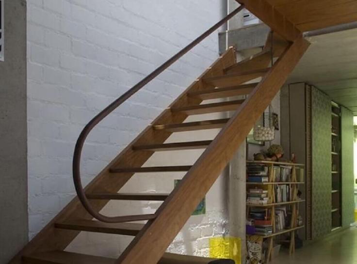 corrimão-de-ferro-para-escada-de-madeira