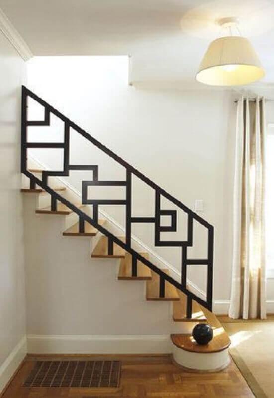 corrimão-preto-para-escada-de-madeira