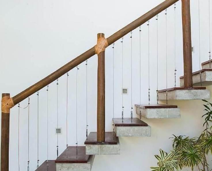 decoração-rústica-com-corrimão-de-madeira