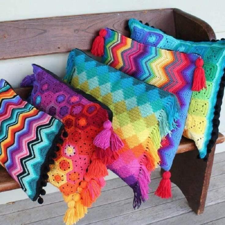 modelos-diferentes-e-coloridos-de-almlofadas-de-crochê